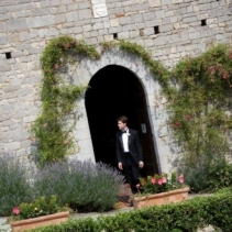 Catholic wedding in Tuscany and beautiful medieval castle reception