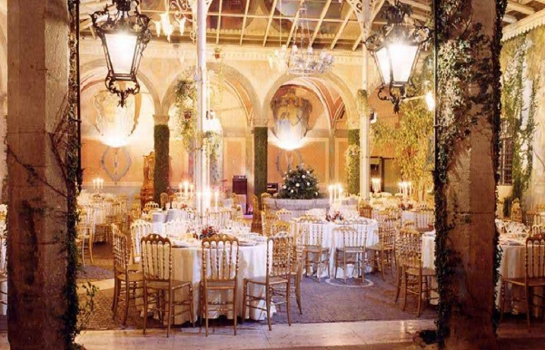 The indoor veranda, ideal setting for glamorous parties and wedding receptions in Rome