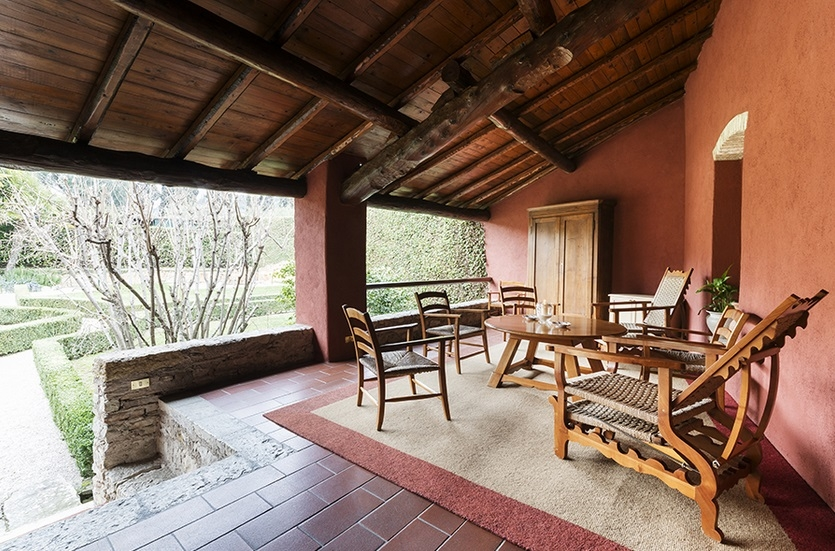 Romantic location with views on lake Garda