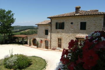 Romantic farmhouse between Siena and Florence