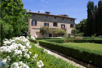 Historical manor house between Florence and Siena