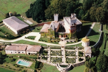 Fairytale castle near Siena and Monteriggioni