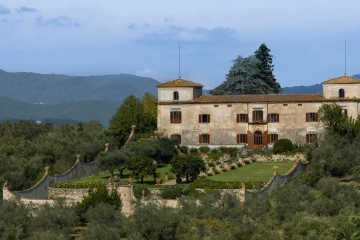 Elegant estate in the Chianti region