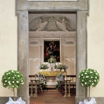 An elegant wedding in a charming and luxury Tuscan castle