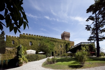 Fairytale castle between Siena and Lucca