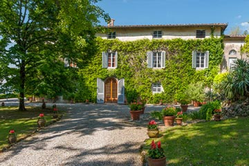 Romantic Villa and Hamlet in Lucca