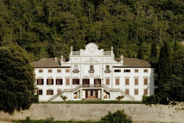 Imposing villa in Chianti